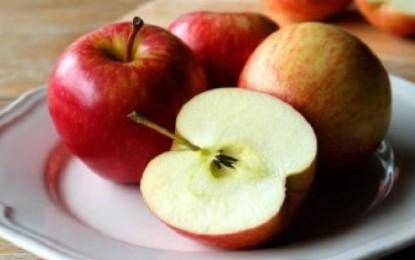 ماذا يحدث لجسمك عند تناول تفاحة واحدة يوميا