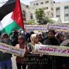 طالع الصور.. وقفه عُمالية غاضبة ضد قرار تأجيل الانتخابات بغزة