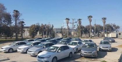 مصر توافق على إدخال السيارات وسلع أخرى إلى غزة والسلطة غاضبة