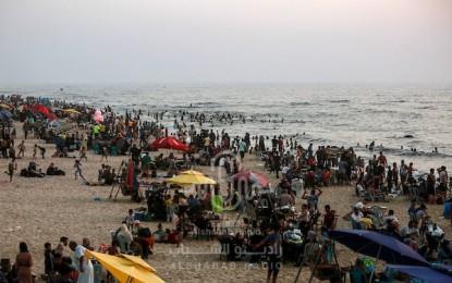 البحر هو المتنفس الوحيد لأهالي القطاع في ظل ضغوط الحياة