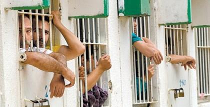 """4 أسرى في """"ريمون"""" يشرعون بإضراب إسنادي دعماً للأسرى المضربين عن الطعام"""